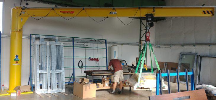 Sloupový otočný jeřáb pro výrobce oken